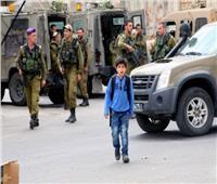 الاحتلال الإسرائيلي يعتدي على طلبة فلسطينيين بدعوى إلقاء الحجارة على مركبات المستوطنين