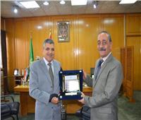 محافظ الإسماعيلية يلتقي رئيس هيئة قناة السويس