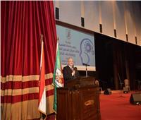 رئيس جامعة القاهرة: إدمان الانترنت مرض يؤدي إلى الانفصال عن الواقع