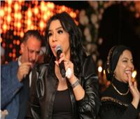 صور| الليثي وأمينة يُشعلان زفاف «عبد الغني وميرا»