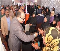 محافظ أسيوط يُسلم 81 جهاز عروسة للفتيات المقبلات على الزواج