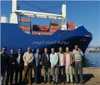 صور| مركب محمل بـ10 جرارات أمريكية جديدة ترسو بميناء الإسكندرية