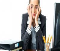 «التأخير والأحاديث الجانبية» .. 6 تصرفات تفقدك الاحترام في العمل