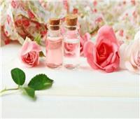 ٥ فوائد لتنظيف بشرتك بماء الورد