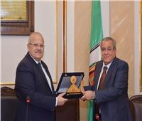 جامعة القاهرة تكرم «شهاب» و«عصفور» بعد حصولهم على جائزة النيل