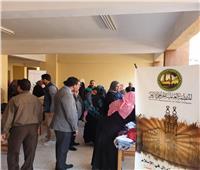 «خريجي الأزهر» توزع 1000 قطعة ملابس على أسر حي الأسمرات