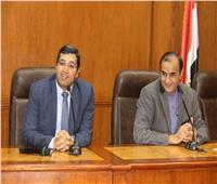 أسامة السعيد يصطحب طلاب «إعلام القاهرة» في جولة تفقدية لإصدارات أخبار اليوم