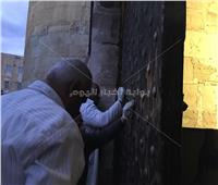 شاهد| إنهاء 75% من أعمال إزالة الكتابات من جدران قلعة قايتباي