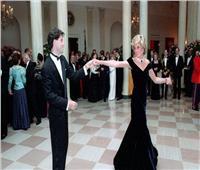 عرض فستان ارتدته الأميرة ديانا أثناء رقصها مع ترافولتا في مزاد