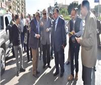 محافظ أسيوط يتفقد أعمال النظافة والتجميل بحي شرق ويلتقي المواطنين