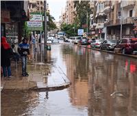 سقوط أمطار غزيرة في الإسكندرية وتأثر حركة سير المشاة والسيارات