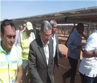 وزير الكهرباء يتفقد أكبر محطة طاقة شمسية بالعالم