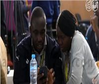 منتدى شباب العالم |فيديو..«كاب وقفاز» يحول إشارات الصم والبكم إلى صوت