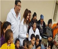 بالصور| نانسي عجرم في جولة خيرية في قرى مصر