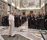 أجراس الأحد  البابا فرنسيس يستقبل الفنانين المشاركين بحفل عيد الميلاد في الفاتيكان