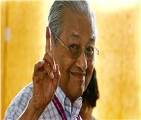 رئيس وزراء ماليزيا يلمح أنه قد يظل في منصبه بعد 2020