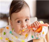 للأمهات.. تعرفي على الوقت المناسب لإدخال الطعام الصلب لرضيعك
