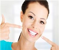 طبيب أسنان يوضح الحالات التي ينجح معها التبييض