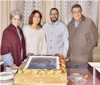 صور| تامر حسني يحتفل بتصوير «مش أنا»