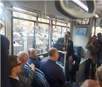 صور| جولة لوزير التنمية المحلية ومحافظ القاهرةبأول اتوبيس كهربائي
