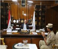 محافظ قنا يلتقي رئيس جمعية المحاربين القدماء لتوفير متطلبات أسر الشهداء