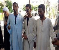 حكايات  30 عامًا بـ«دون نور».. 3 أشقاء مصريين يستردون بصرهم بـ«معجزة»