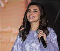 كارمن سليمان تتصدر التريند بسبب قبلة زوجها