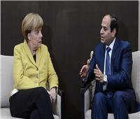 السيسي يبحث مع ميركل تطورات الأوضاع في ليبيا