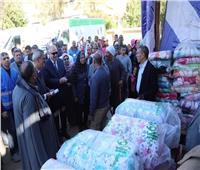 محافظ قنا يسلم 400 بطانية و لحاف للأسر الأكثر احتياجا بقرية الجزيرية