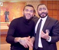 فيديو| داني ألفيس يغني مع تامر حسني في ختام زيارته لمصر