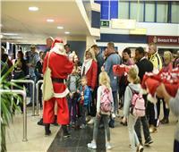 قادمًا من بلجيكا.. مطار مرسى علم الدولي يستقبل بابا نويل