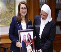 شاهد| مفاجأة غادة والي لـ«نيفين القباج» بعد توليها منصب وزيرة التضامن