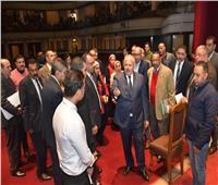 رئيس جامعة القاهرة يبحث الترتيبات النهائية لحفل «عيد العلم»