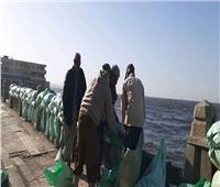 صور| الإسكندرية تواجه عواصف «الفيضة الصغرى» بـ«سواتر رملية»