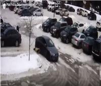 فيديو| لص يسحل امرأة بالسيارة لأكثر من 60 مترا