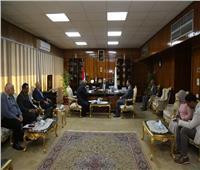 محافظ قنا يعقد اجتماعًا لبحث الموقف التنفيذي لبرنامج التنمية المحلية