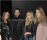 صور| تامر حسني يحتفل بعرض فيلمه «الفلوس»