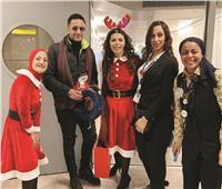 حمادة هلال يحتفل بالكريسماس في المطار