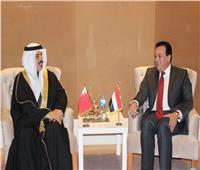 وزير التعليم العالي يلتقي نظيره البحريني لبحث سبل التعاون