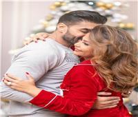 بـ«رومانسية».. خالد سليم يحتفل مع زوجته وابنتاه بالعام الجديد