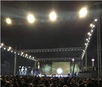تامر حسني ورامي جمال يرفعان شعار «كامل العدد» في «المنارة»
