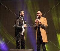 صور| تامر حسني ورامي جمال يُبهران الجمهور على مسرح «3D mapping»