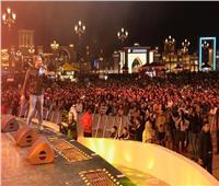 رامي صبري يشعل أجواء القرية العالمية بحضور جماهيري تجاوز80 ألف