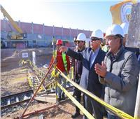 صور| كامل الوزير من موقع «القطار المكهرب»: انتهاء المشروع خلال 24 شهرًا