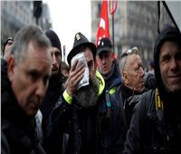 الشرطة تطلق الغاز المسيل للدموع على ملثمين في احتجاجات باريس
