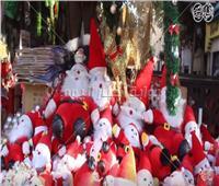 فيديو| الكريسماس «عيد المرح».. إقبال على شراء الزينة والأسعار «في متناول اليد»