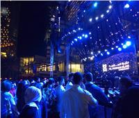 بدء توافد الجمهور على حفل تامر حسني في أبو ظبي