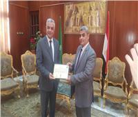 مبارك يكرم بوابة «أخبار اليوم» فى عيد جامعة المنوفية