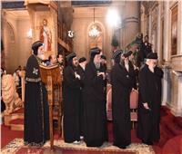 البابا تواضروس يُصلي تسبحة كيهك بالإسكندرية