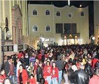 بالصور| شوارع سوهاج تتزين بأضواء عيد الميلاد.. والموطنون يحتفلون رغم برودة الطقس